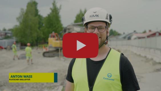Vad gör en platschef på Contractor mark?